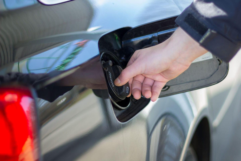 gas mileage loose cap